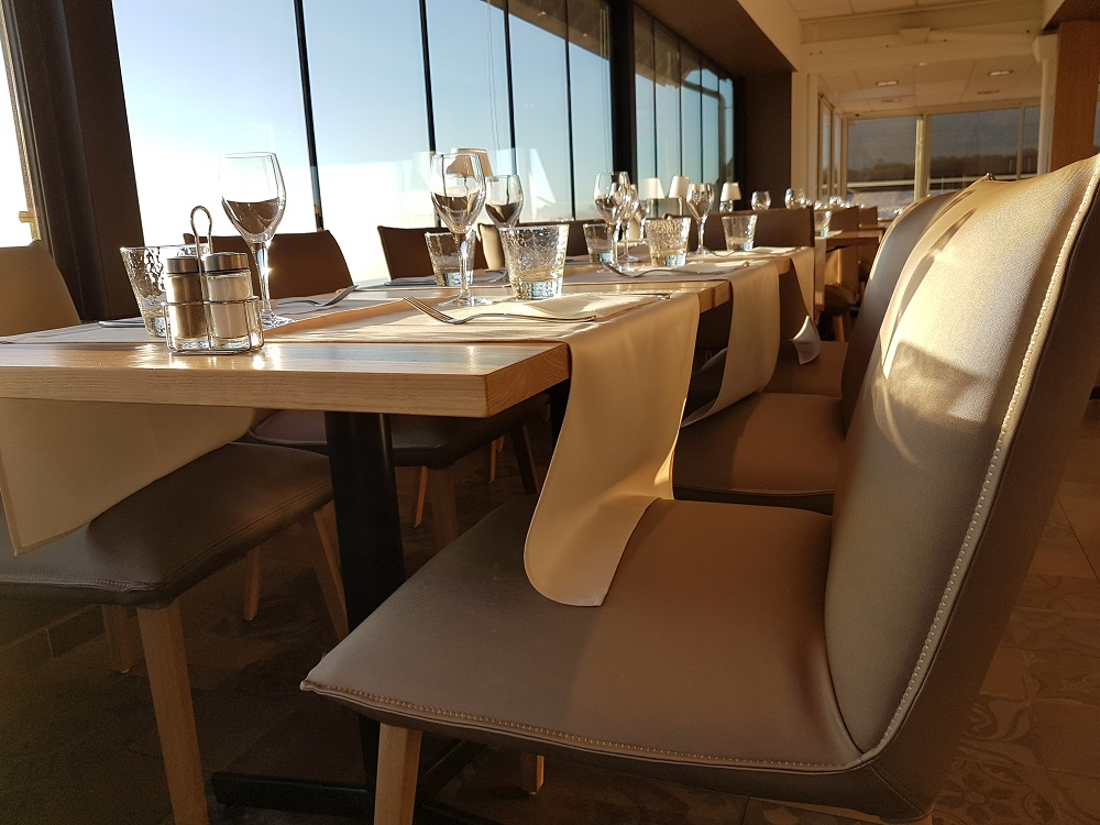 intérieur restaurant roche bernard vue panoramqiue